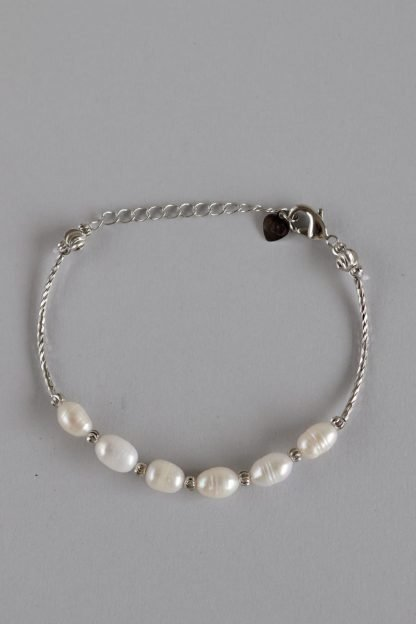 White Shimmer Pearl Bracelet With Silver Chain