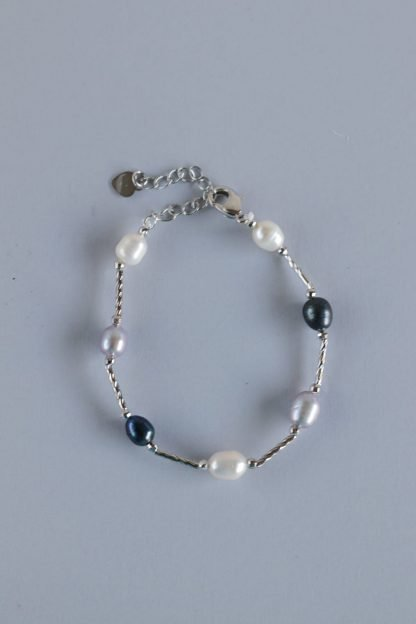 Elegant And Minimalist Pearl Bracelet with a Silver Chain